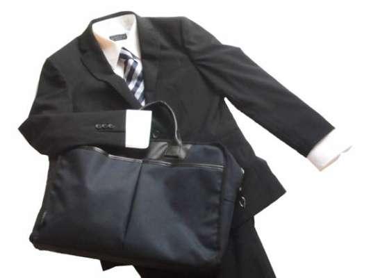 就職面接に着ていくべきスーツ選び