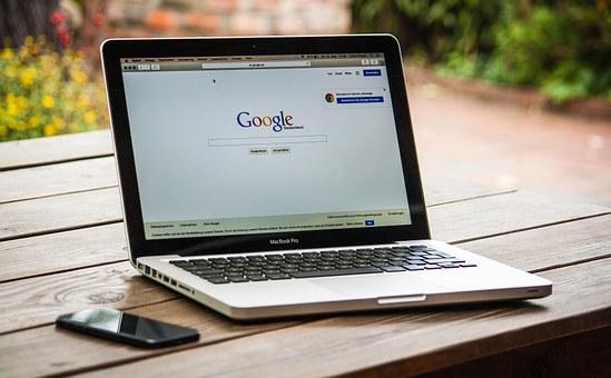 求人サイトや求人誌から自分で求人を探し、企業に応募する